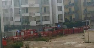 L'arrivo dei pompieri in via Quasimodo, un momento fotografato da Luciana Amoruso