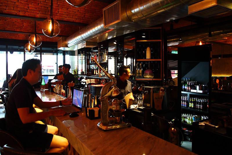 Pince-&-Pints-Bar