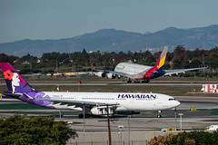 Asiana A380 Touches Down; Hawaiian A330 Holds for Takeoff