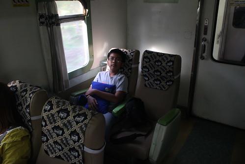 Naik kereta Malioboro Ekspres