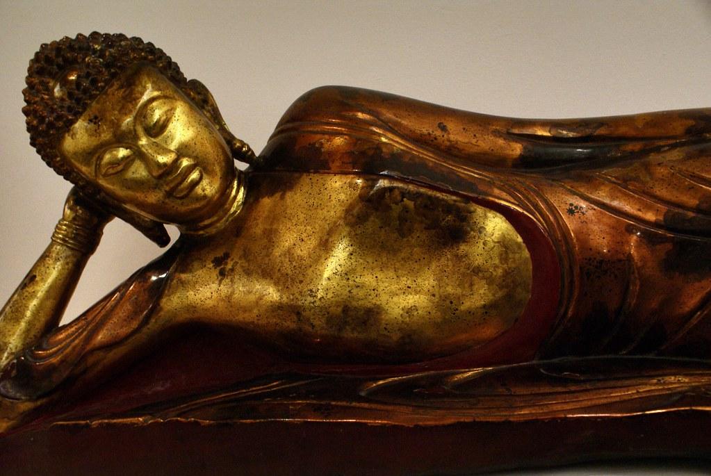Statue de Bouddha dans le musée des Beaux Arts d'Hanoi au Vietnam.