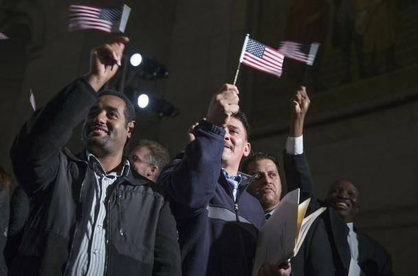 """Obama defiende la inmigración, la """"más vieja tradición"""""""