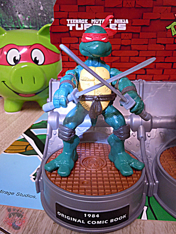 "Nickelodeon ""HISTORY OF TEENAGE MUTANT NINJA TURTLES"" FEATURING LEONARDO - COMIC BOOK LEONARDO ii (( 2015 ))"
