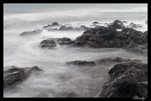 Rocas y olas. Foto de 6 segundos