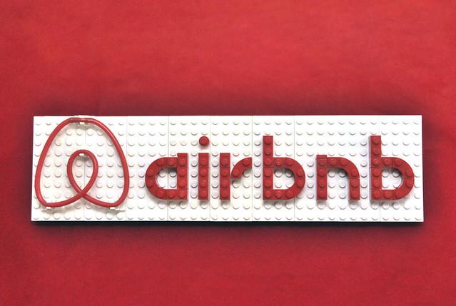 Lego airbNb logo