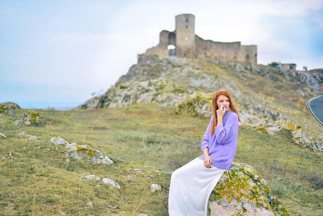 Cetatea_Enisala_lavender_sweater (1)