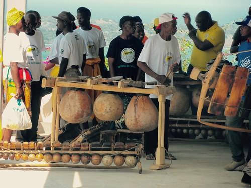 Timbilan soittajia M´saho-perinnemusiikkifestivaaleilla Zavalassa, Etelä-Mosambikissa.