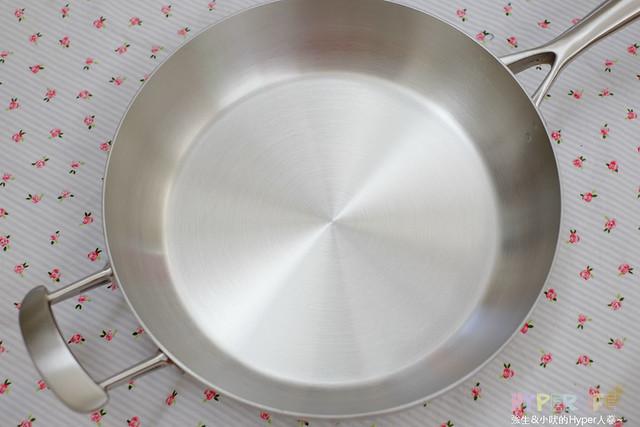 廚房鍋具推薦 – 膳魔師Thermos蘋果鍋開箱(SUS304 台灣製造)、開鍋養鍋方式 @強生與小吠的Hyper人蔘~
