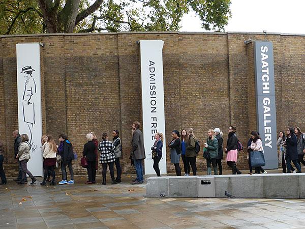 queue devant la saatchi gallery