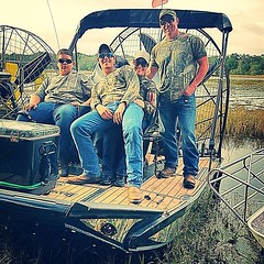 #photo #tagged to Team #airboataddicts by and go #follow #girlofthemarsh @lovebriexo A day of #airboating on the #withlacoochee #river #hotdogisland a #dbairboats @dbairboats #goodtimes #outdoors to #ride2slide #southernvenom #camo #airboatlife #riverlife