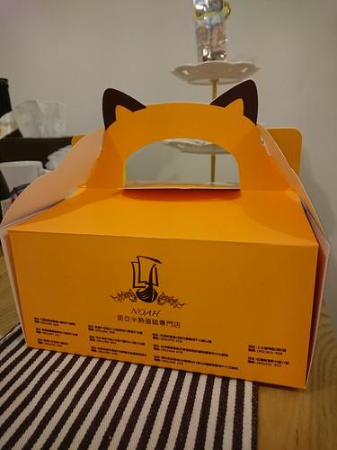 半熟蛋糕是貓喵造型的盒子呢