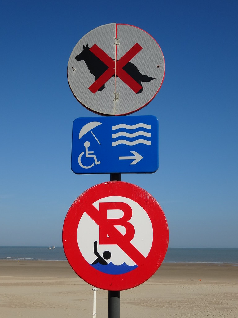 Oostende: Beach Signs
