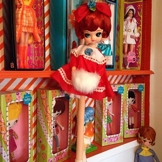 Gigantic doll. She's almost as tall as 2 shelves. ❤️💙❤️💙 #posedoll #bigeyes #bigeyedoll #kitsch #vintage #mod