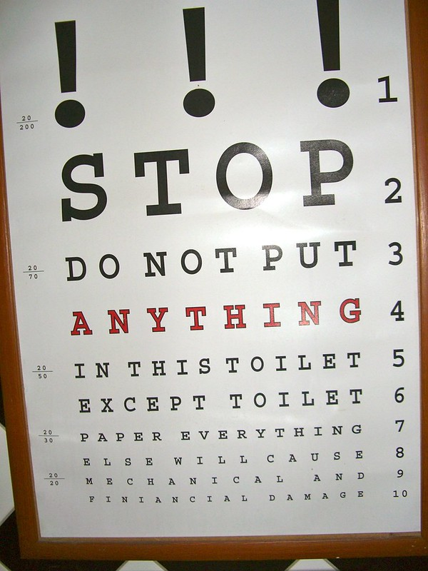 eyetest_toilet