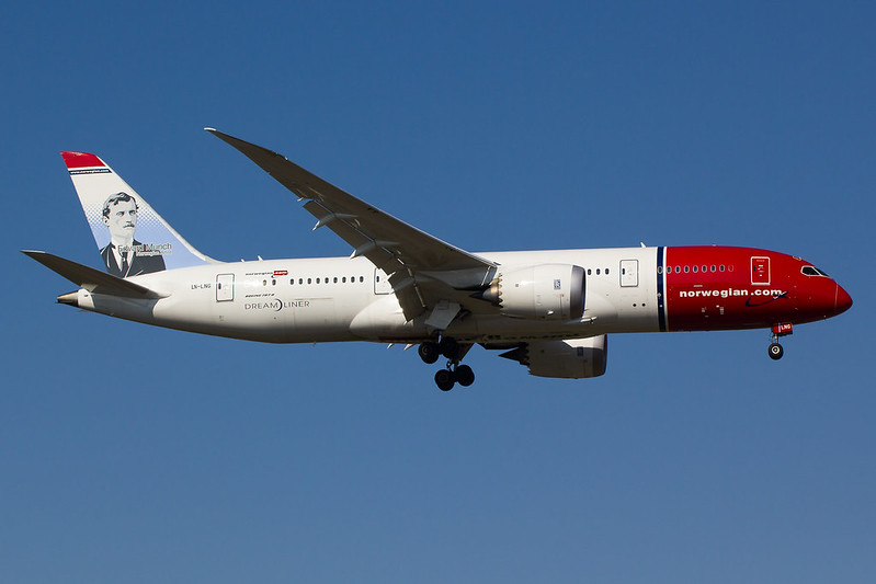 Norwegian - B788 - LN-LNG (1)