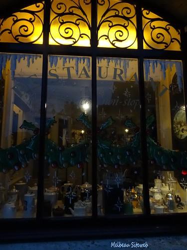 Chartres dans un décor des fêtes de Noël