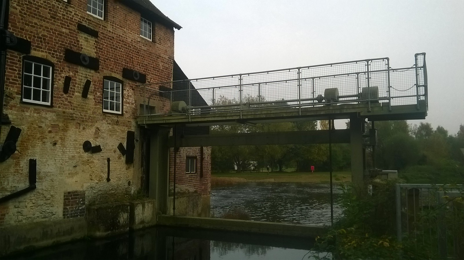 Houghton Mill sluice