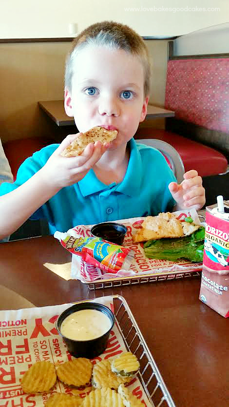 Smashburger Kids Meals menu with new, better-for-you additions! KidsMealSmash AD