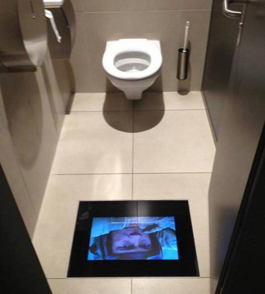 The Flushed Toilet TV -> Commode Tv But
