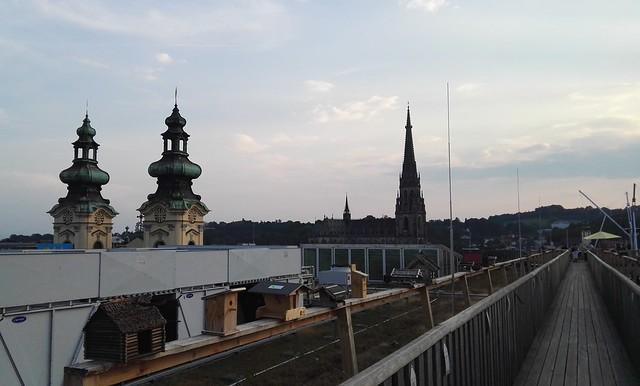 Vogelhäuschen, die Ursulinenkirche und der Mariendom