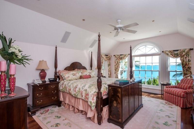 Шикарная спальня с видом на Атлантический океан