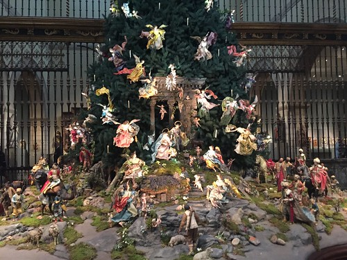 THE MET CHRISTMAS TREE CRECHE MANGER
