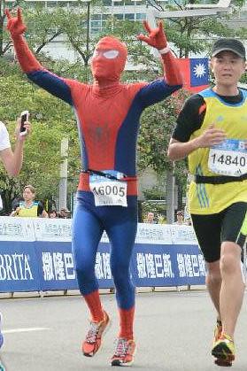 Spiderman in Taipei Marathon (9)