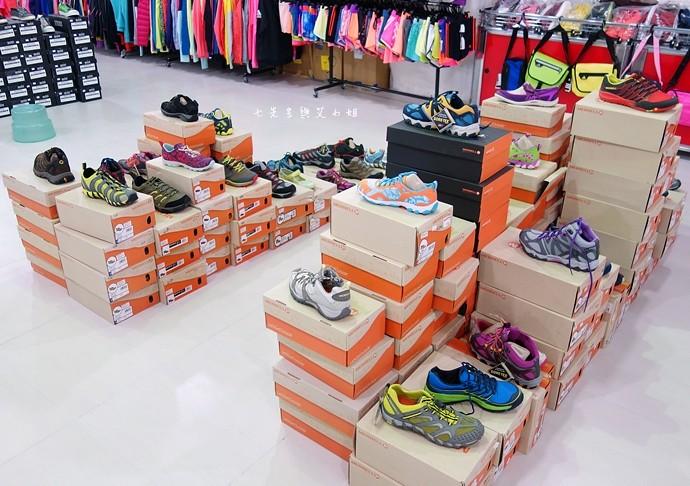 31 台中大墩食衣多品牌聯合特賣會,adidas服飾鞋包3折起、CONVERSE全面5折、愛的世界童裝2折起、牛仔特賣破盤特價、羽絨衣特價、MERRELL、asics、Reebok