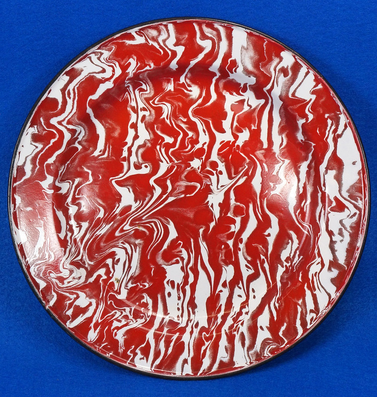 RD12970 Antique Vintage Graniteware Red and White Swirl Dinner Plate Black Rim DSC06616