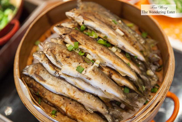 Roast baby fish with sweet chili sauce