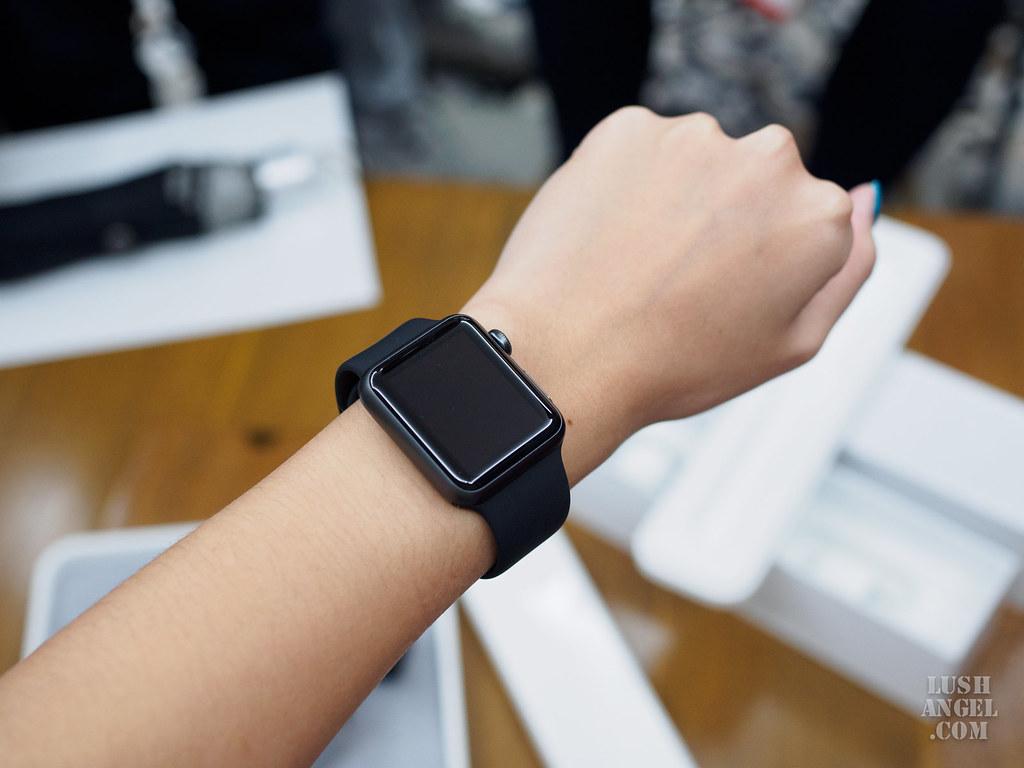 black-apple-watch