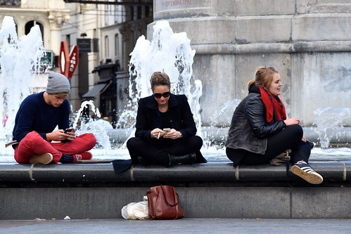 picture of cell phone users