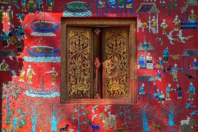 "Lovely wall and window of ""Red Chapel"" in Wat Xieng Thong, Luang Prabang, laos ルアンパバーン、ワット・シェントーンのレッドチャペル"