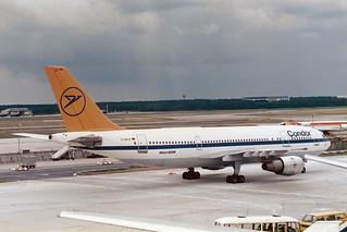 Condor Airbus A300B4-203 D-AHLZ