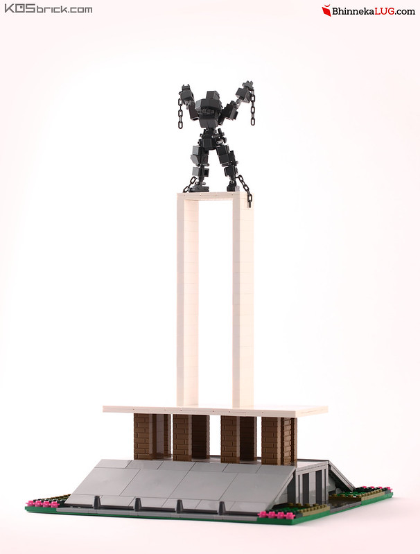 Pembebasan Irian Barat Statue - Jakarta Brick City 2015