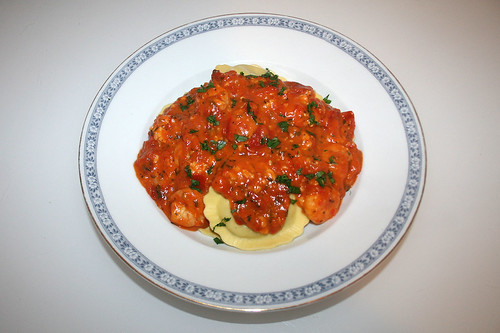 38 - Camembert honey tomato sauce with italian herbs & scampi - Served / Camembert-Honig-Tomatensauce mit italienischen Kräutern & Scampi - Serviert