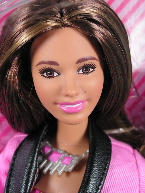 2014 Barbie Fifth Harmony Ally CHG45 (1)
