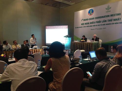 ILRI's Hung Nguyen at the MARD-CGIAR meeting