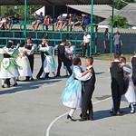 Die Tanzgruppe bei dem Kulturprogramm anlässlich der 250. Geburtstagsfeier seit der Dorfgründung am 30. August auf dem Sportplatz der Schule.