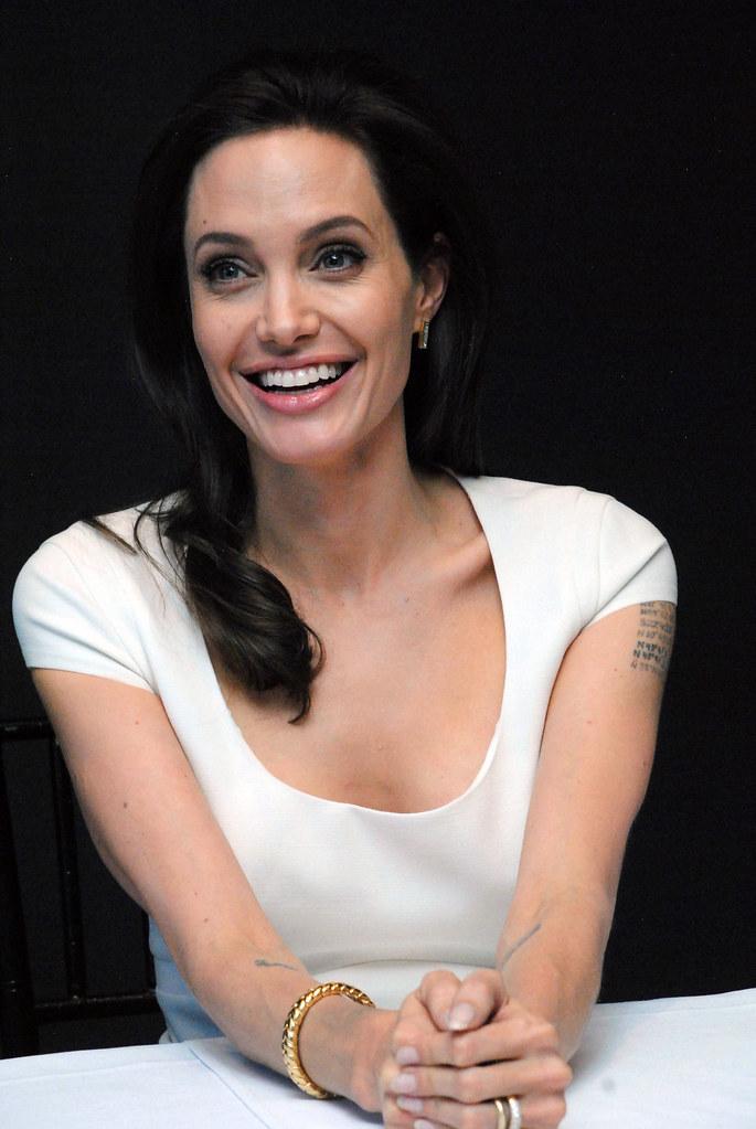 Анджелина Джоли — Пресс-конференция «Несломленный» 2014 – 111