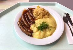 Nuremberger fried sausages with wine sauerkraut, g…