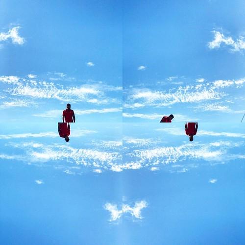 Red 👤 and the Blue 🌌 | BR242 - Bahia - | 28.11.2016 • #minimalismoemfoco para #motofoto • Follow @ludosmundos & @lubrito_ontheair