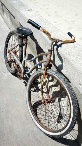 Rusty beach cruiser