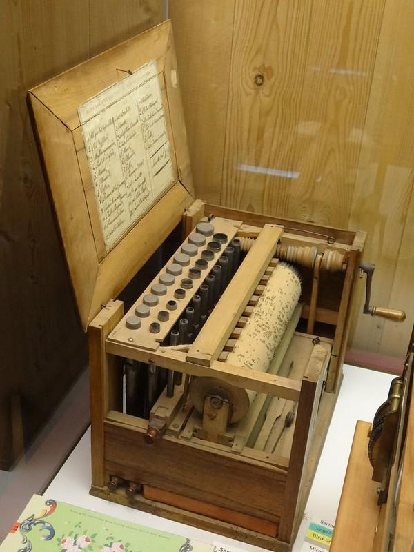 Le muséee suisse de l'orgue (en Suisse)  20954459840_64df0326ec_c