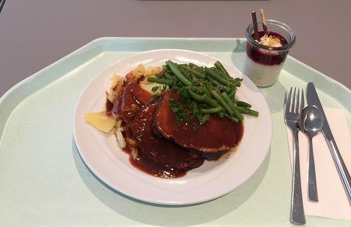 Lamb roast with rosemary sauce, bacon beans & potatoe gratin / Lammbraten mit Rosmarinjus, Speckbohnen und Kartoffelgratin