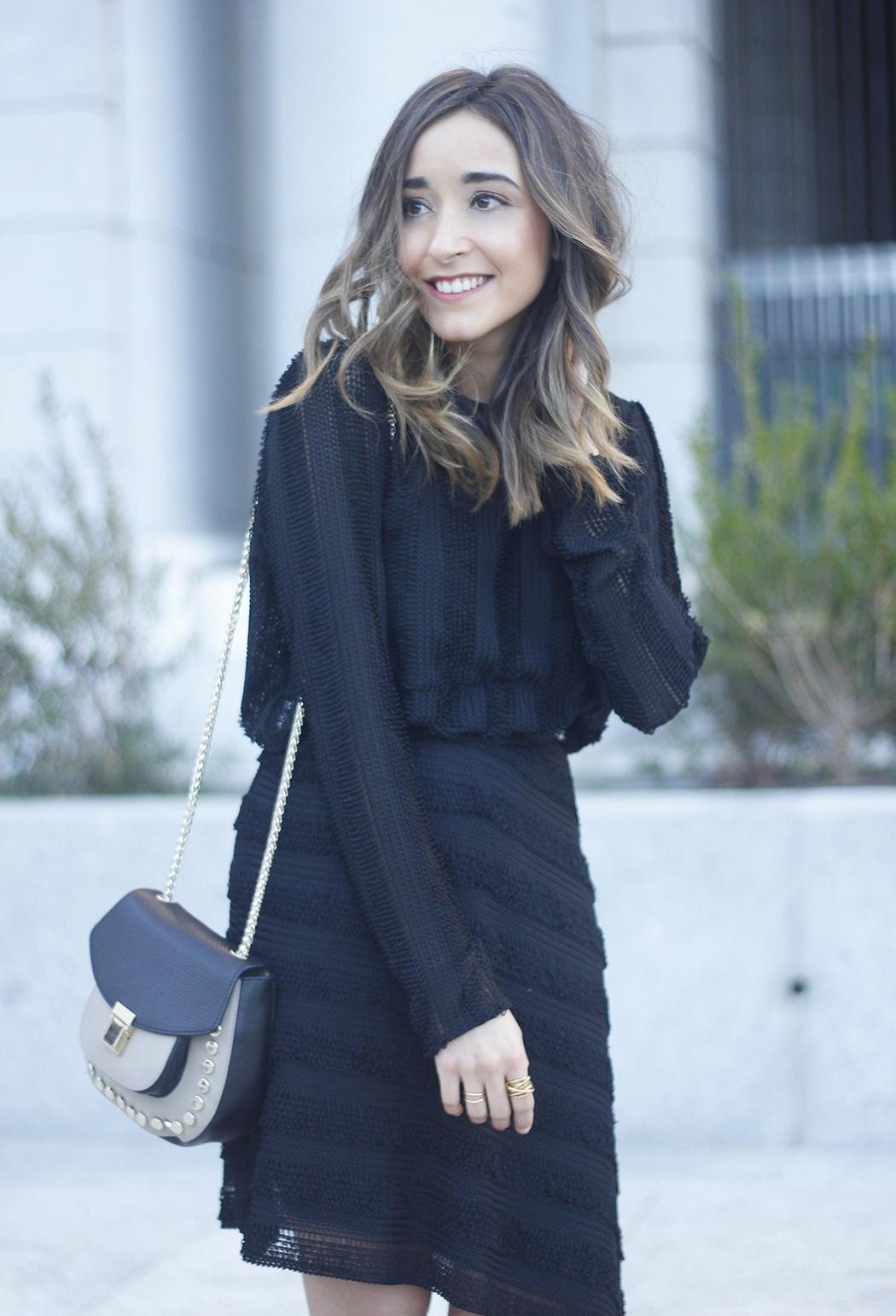 asymmetrical black dress uterqüe bag outfit streetstyle14