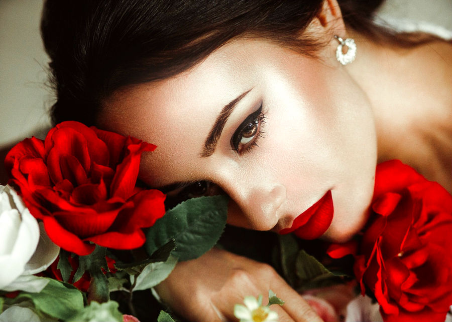 roses and red lips