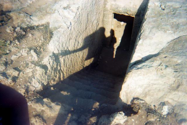 tomb [analog]