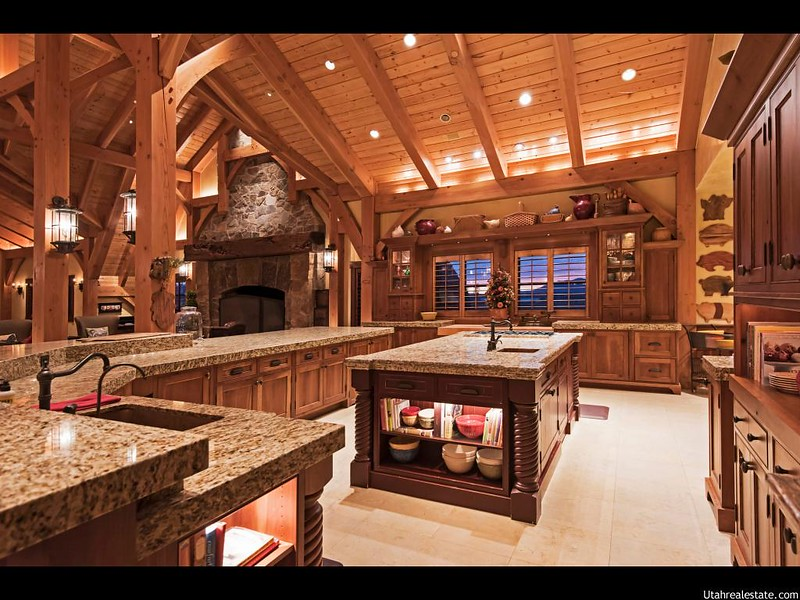 Гранитные столешницы на кухне