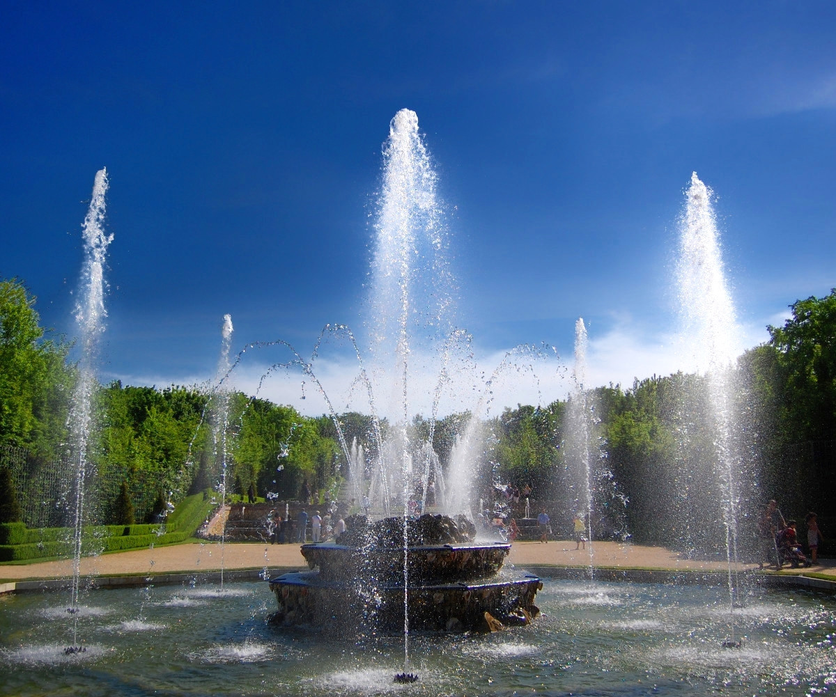 Fountain in the Parc de Versailles. Credit edwin.11
